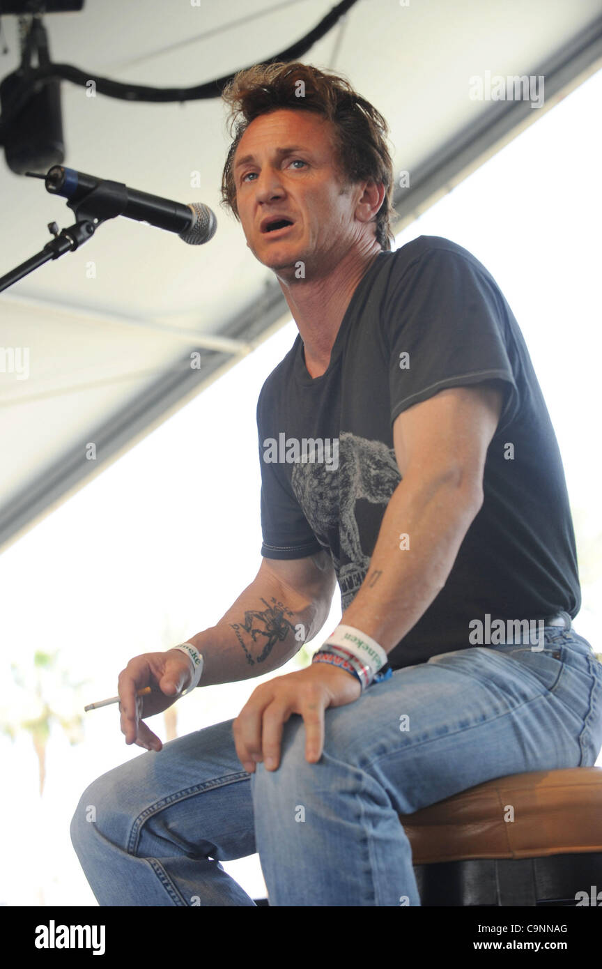 Apr 27, 2008 - Indio, California, USA - Actor SEAN PENN speaks at the 2008 Coachella Valley Music and Arts Festival - Stock Image