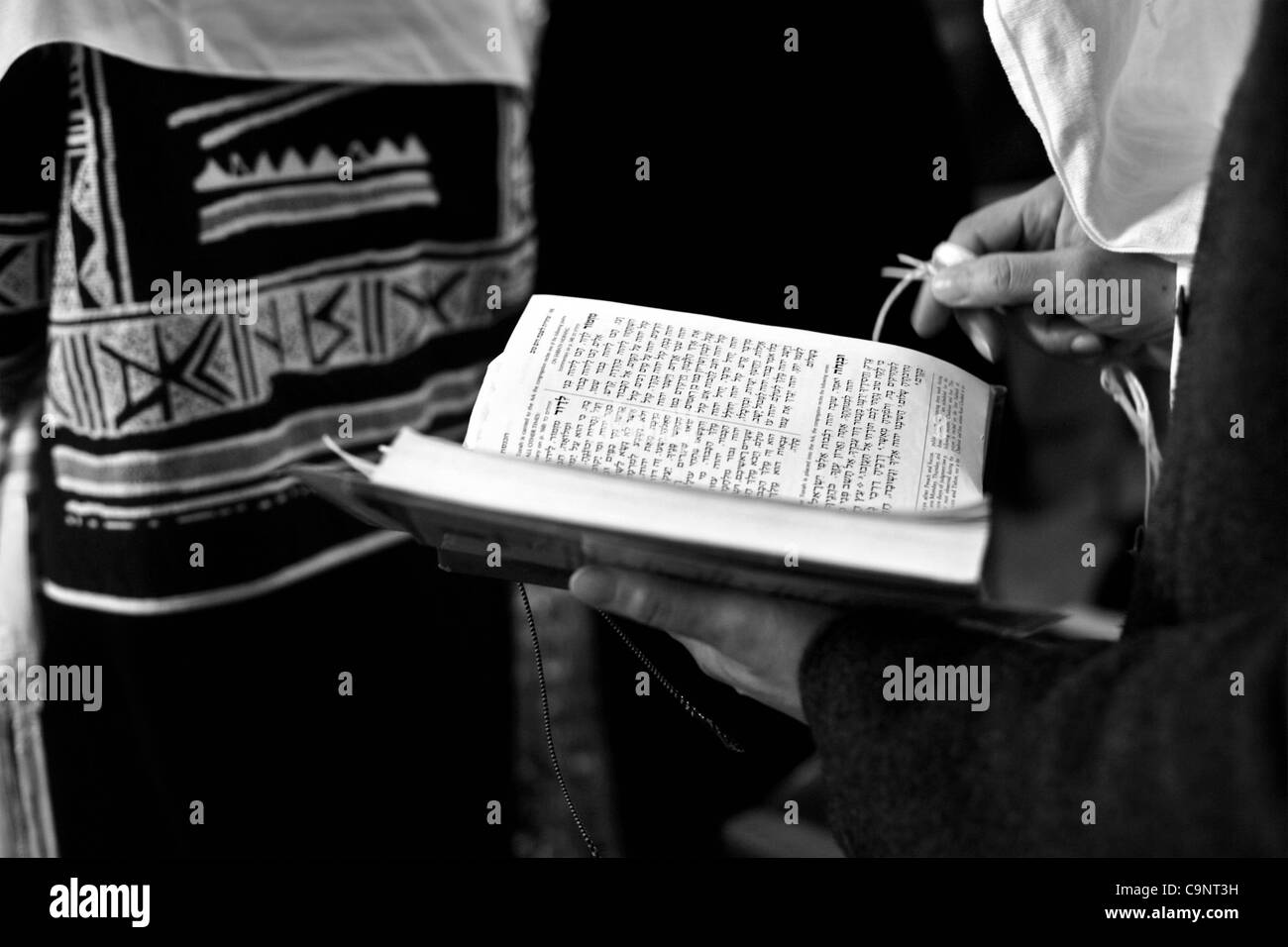 Feb 23, 2008 - Chicago, Illinois, USA -  Dinah Levi, 57, reads from the Siddur during Shabbat service at Beth Shalom - Stock Image