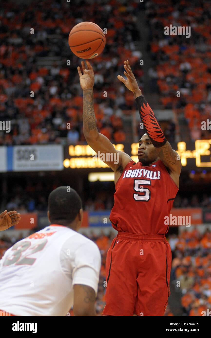 March 3, 2012 - Syracuse, New York, U.S - Louisville Cardinals guard Chris Smith (5) launches the three in the first - Stock Image