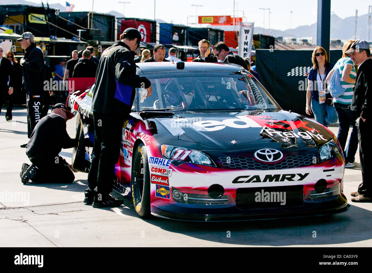 March 11, 2012 - Las Vegas, Nevada, U.S - Some of the crew members make final preparations to the #11 FedEx Freight Stock Photo