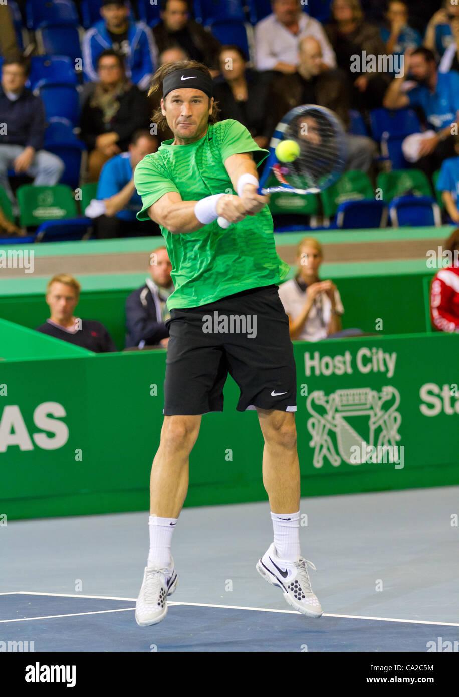 ZURICH, SWITZERLAND-MARCH 24: Carlos Moya plays tennis in final of BNP Paribas Open Champions Tour aganinst Stefan - Stock Image