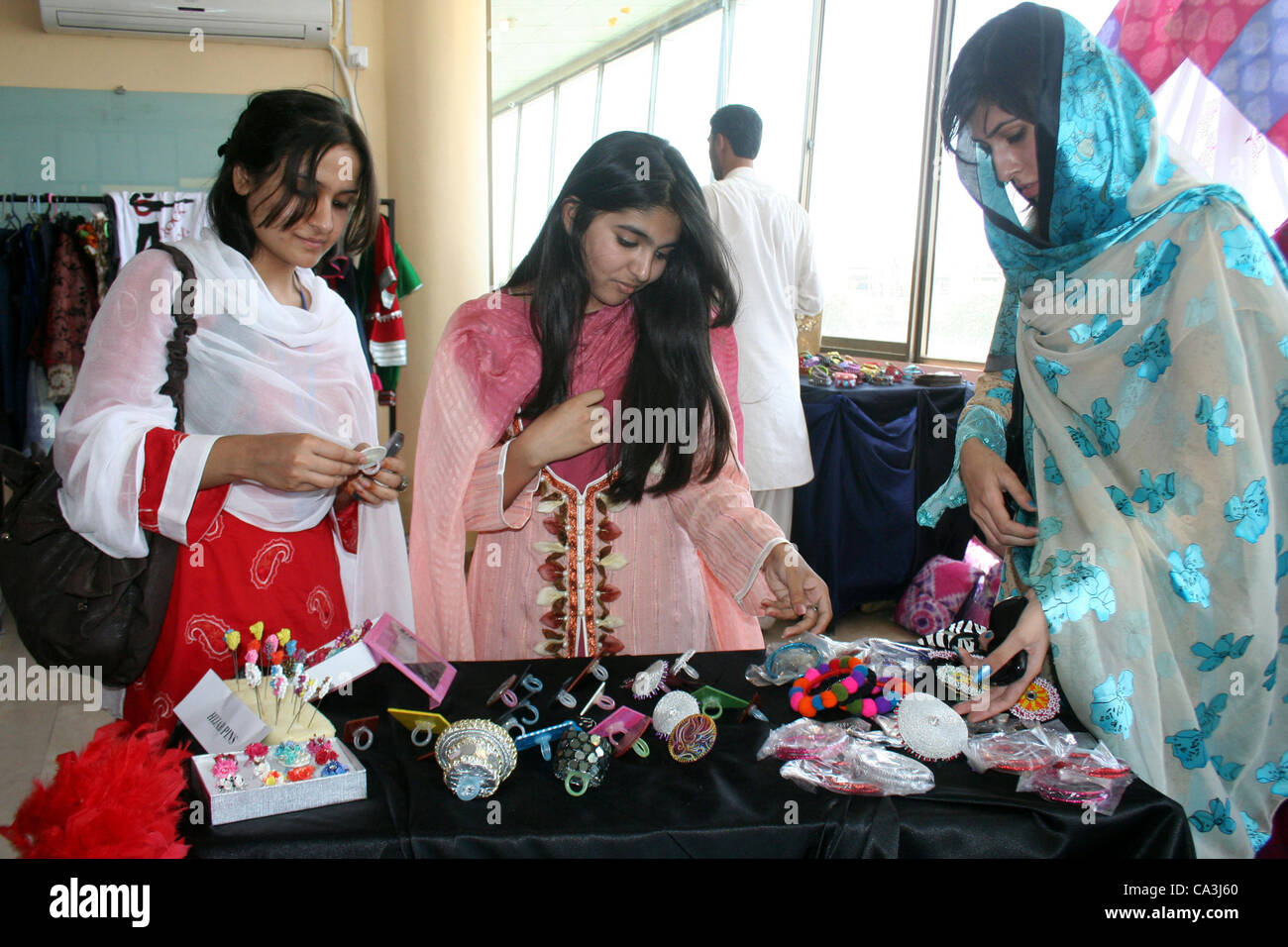 Iqra University High Resolution Stock Photography And Images Alamy