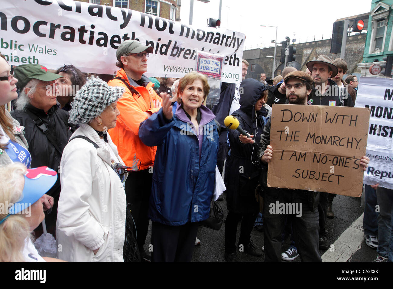 Anti-monarchy demonstrators protest during  Diamond Jubilee celebrations. London, UK 03 June 2012. - Stock Image