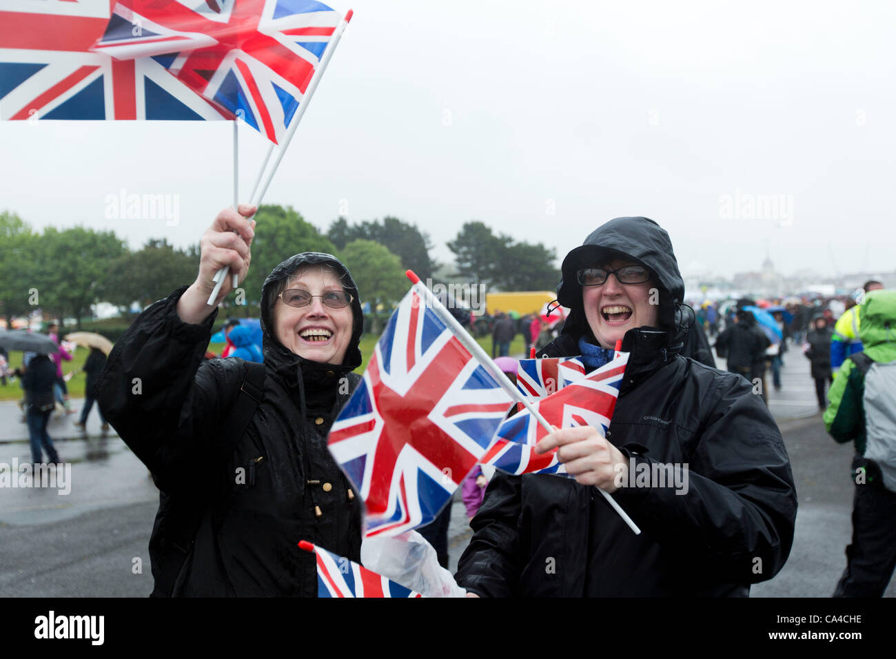 SOUTHAMPTON, UK, 5th June 2012. The rain does not dampen spirits ahead of the the 'Three Queens' event in - Stock Image