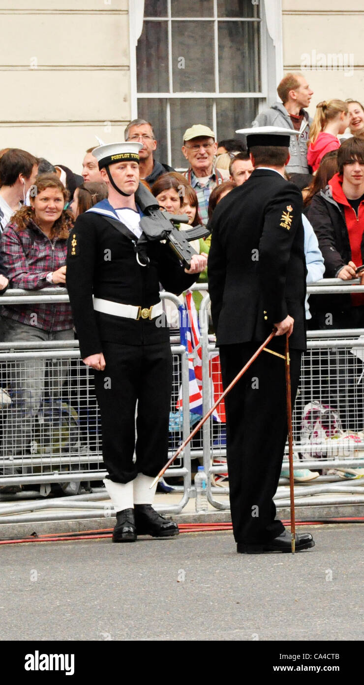Queens Diamond Jubilee Quarter Master measures spacing for servicemen on processional route - Stock Image