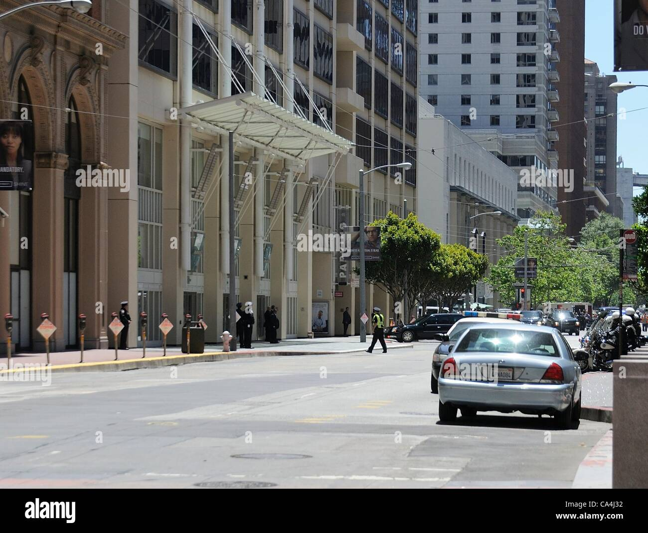 San Francisco, California, USA - June 06, 2012: President Obama's limousine turns into the parking garage in - Stock Image