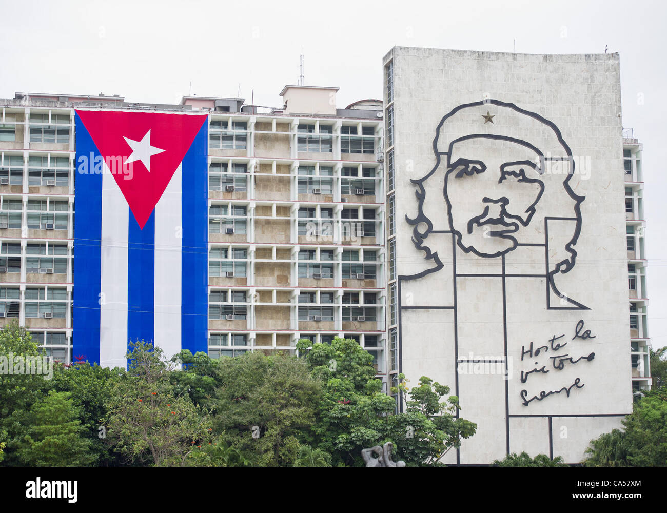 May 19, 2012 - Havana, U.S. - Revered revolutionary hero Che GuevaraÕs image adorns the side of a government - Stock Image