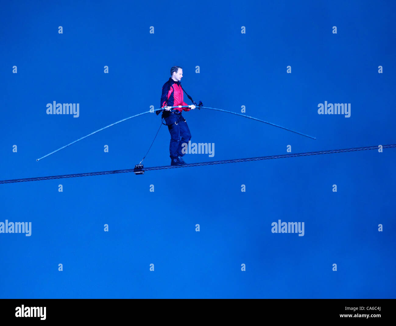 Friday June 15th, 2012: To Night Nik Wallenda's  history-making 550 meter tightrope walk across Niagara Falls ended - Stock Image