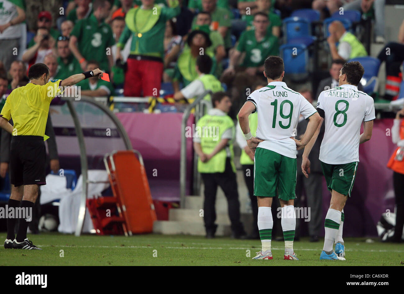 KEITH ANDREWS IS SENT OFF ITALY V REP. OF IRELAND MUNICIPAL STADIUM POZNAN POLAND 18 June 2012 - Stock Image