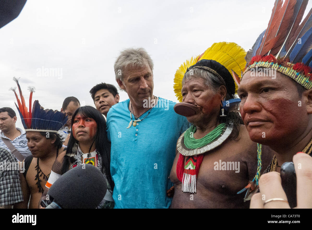 Aerial artist John Quigley and Kayapo Chief Raoni at the human banner on Flamengo Beach, assembled to protest against - Stock Image