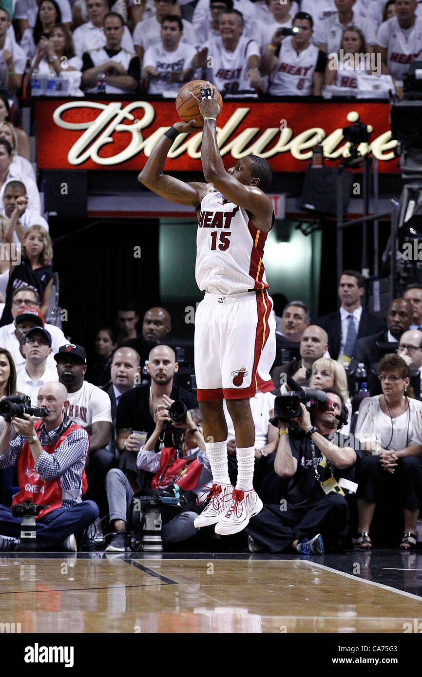 19.06.2012. Miami, Florida, USA.  Miami Heat point guard Mario Chalmers (15) takes a three points jumpshot during - Stock Image