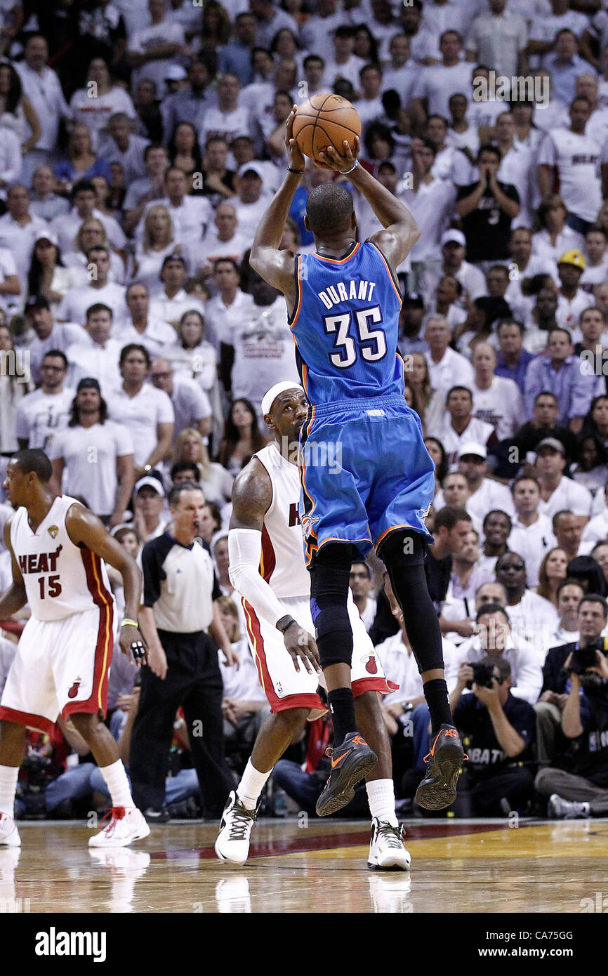 19.06.2012. Miami, Florida, USA.  Oklahoma City Thunder small forward Kevin Durant (35) takes a jumpshot during - Stock Image