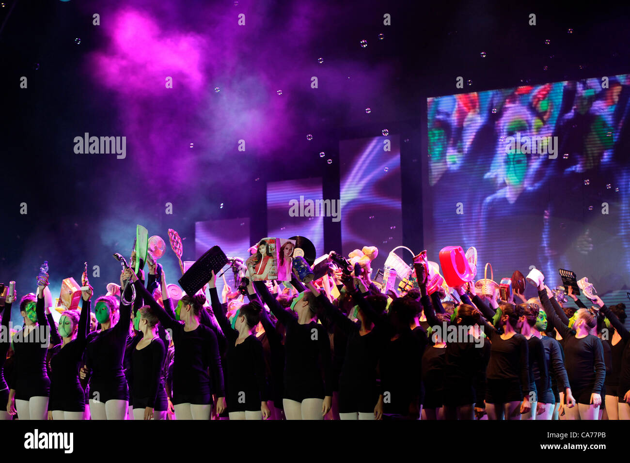 Young Israeli dancers performing  during the opening ceremony of the Presidium of the Zionist General Council meeting - Stock Image