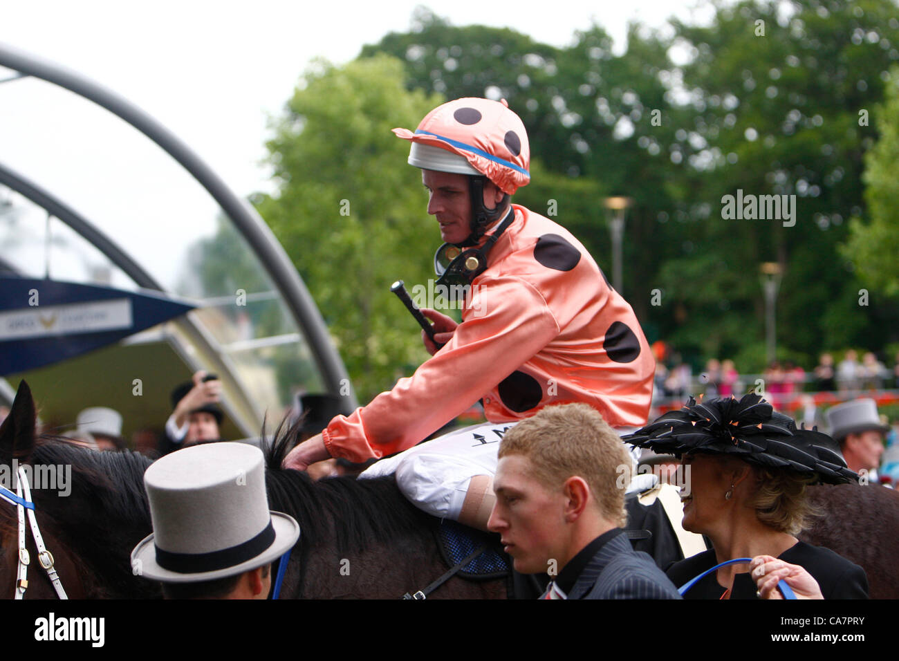 23.06.12 Ascot, Windsor, ENGLAND:  Luke Nolan on Black Caviar in the winners circle for The Diamond Jubilee Stakes - Stock Image