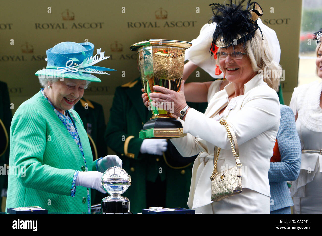 23.06.2012 Ascot, Windsor, ENGLAND, UK: Queen Elizabeth II presents one of the Owners of Black Caviar with the Trophy - Stock Image