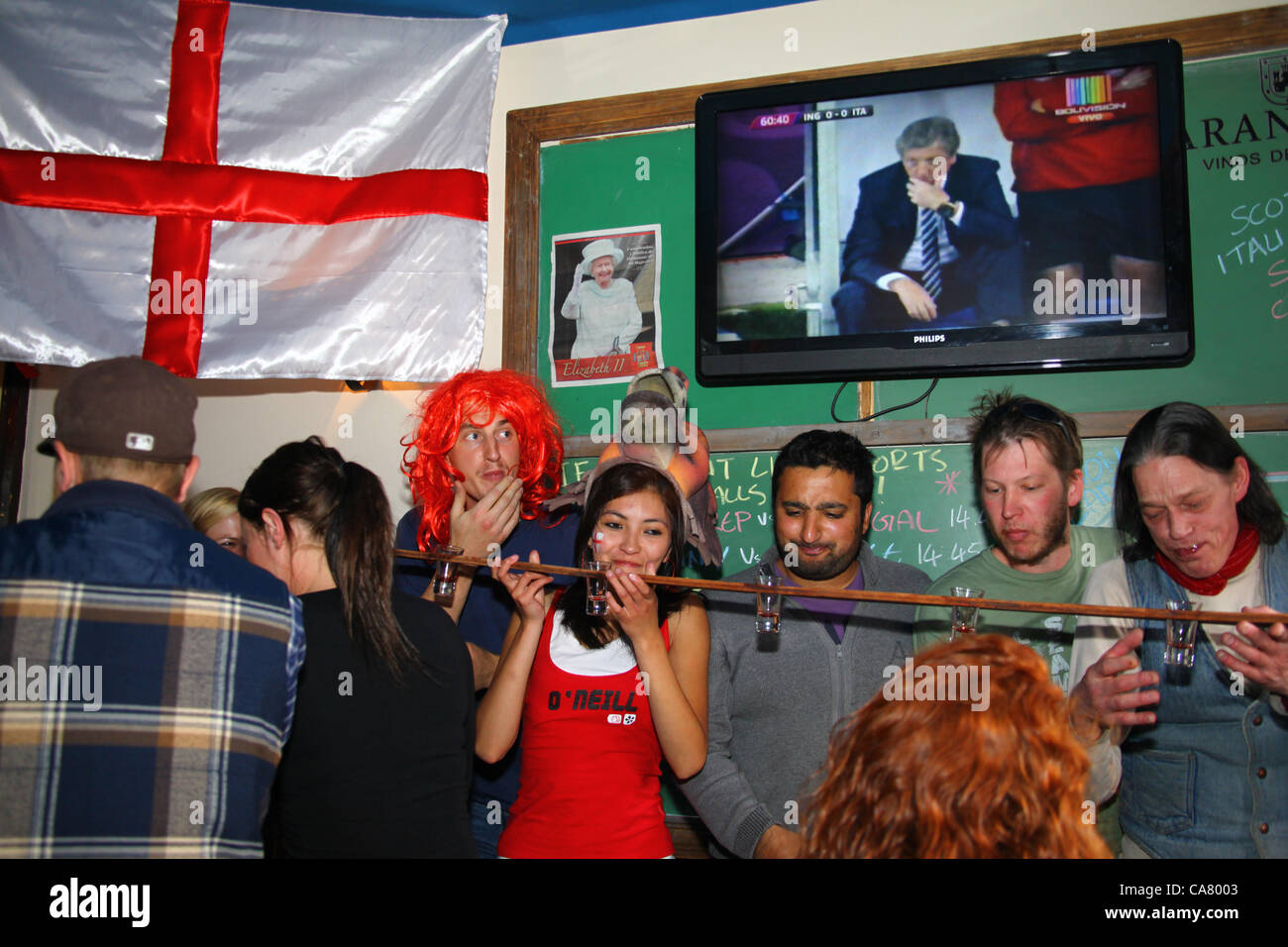 LA PAZ, BOLIVIA, 24th June 2012. A mixture of English travelers, expats and locals drink shots while watching the - Stock Image