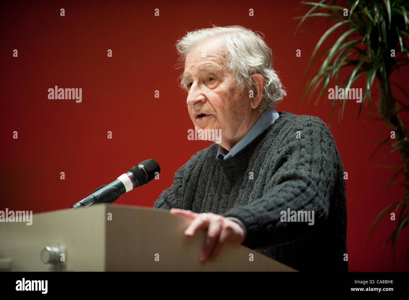 Feb. 7, 2012 - Tucson, Arizona, United States - Author, social scientist and linguist Noam Chomsky addressed approximatly - Stock Image