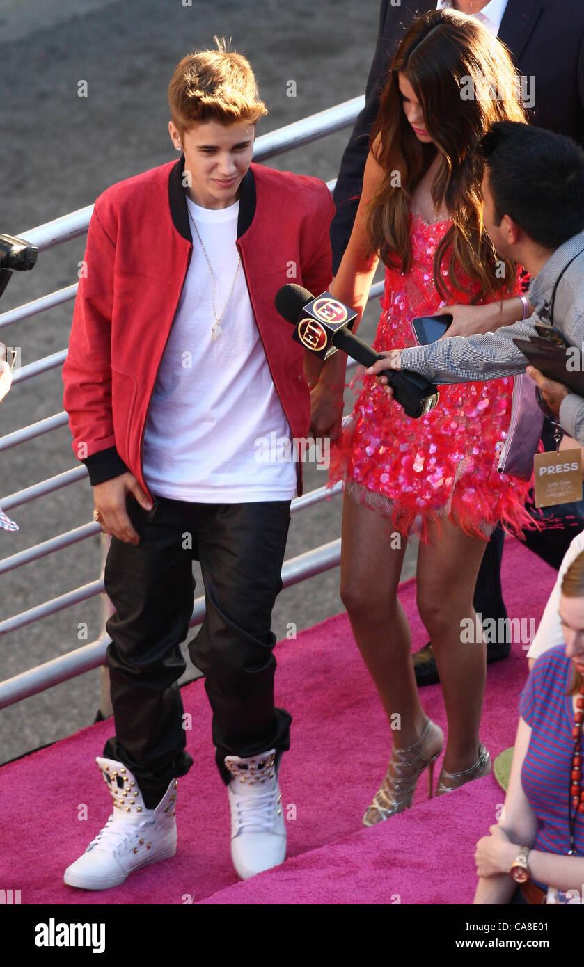 Selena Gomez Arrives Los Angeles Stock Photos Selena Gomez Arrives