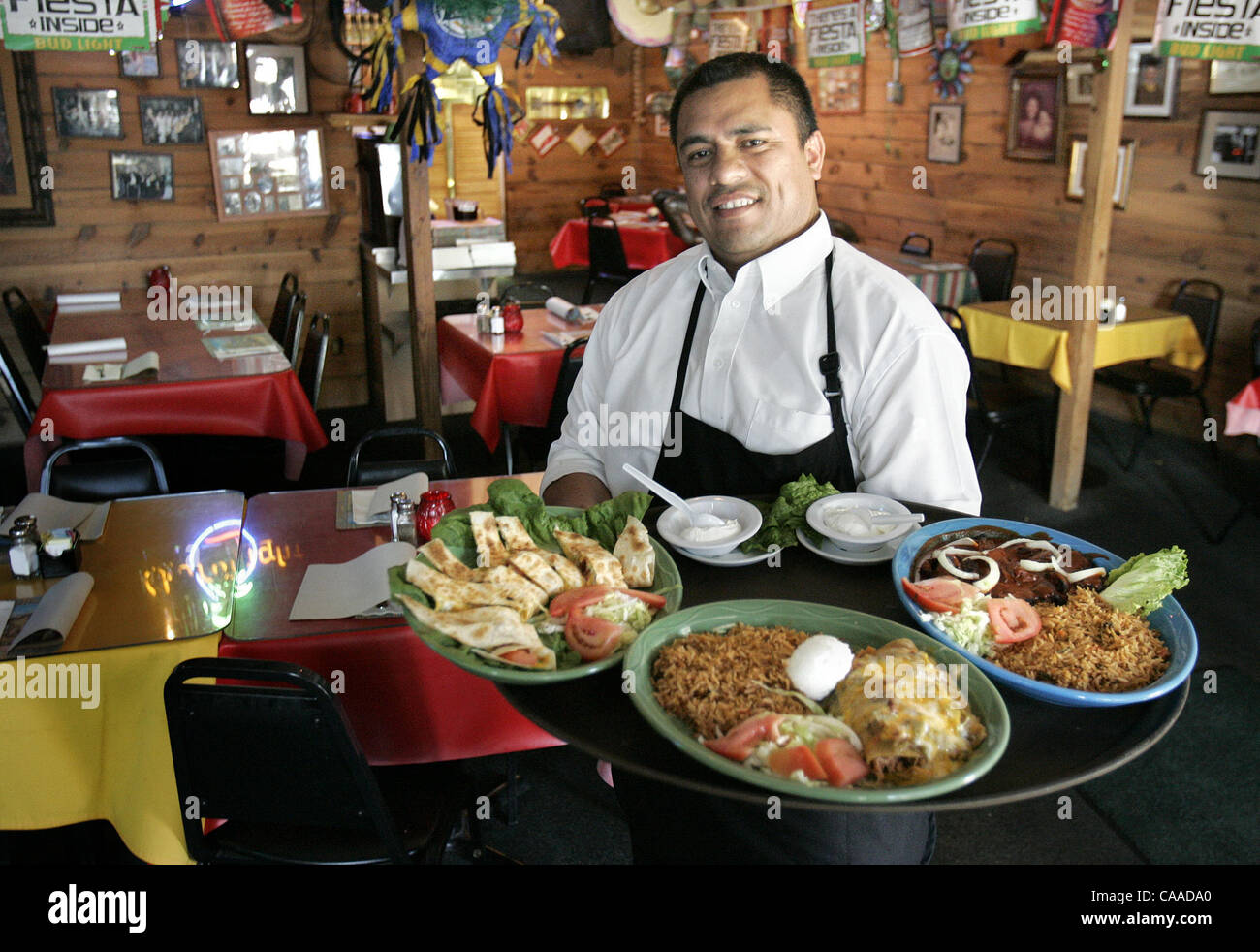 (published 6/2/2005, NIGHT & DAY NC-4) SLgarcia239410x001/May 11---General Manager Jose Payo serves up an assortment - Stock Image