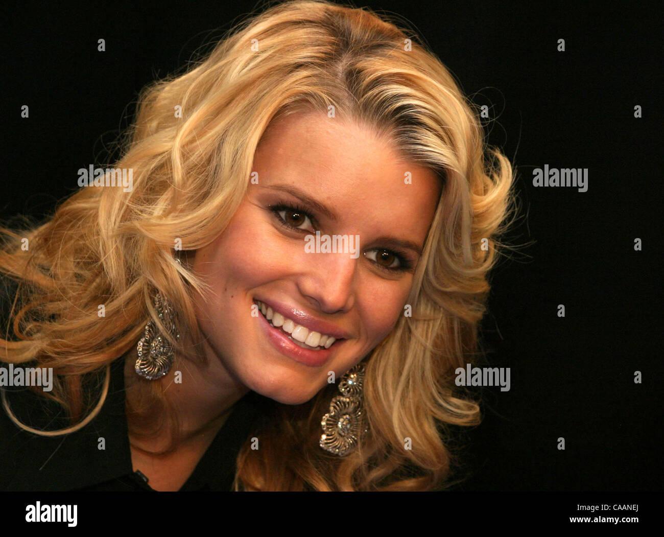 Jessica Simpson 2003 Stock Photos & Jessica Simpson 2003 Stock ...