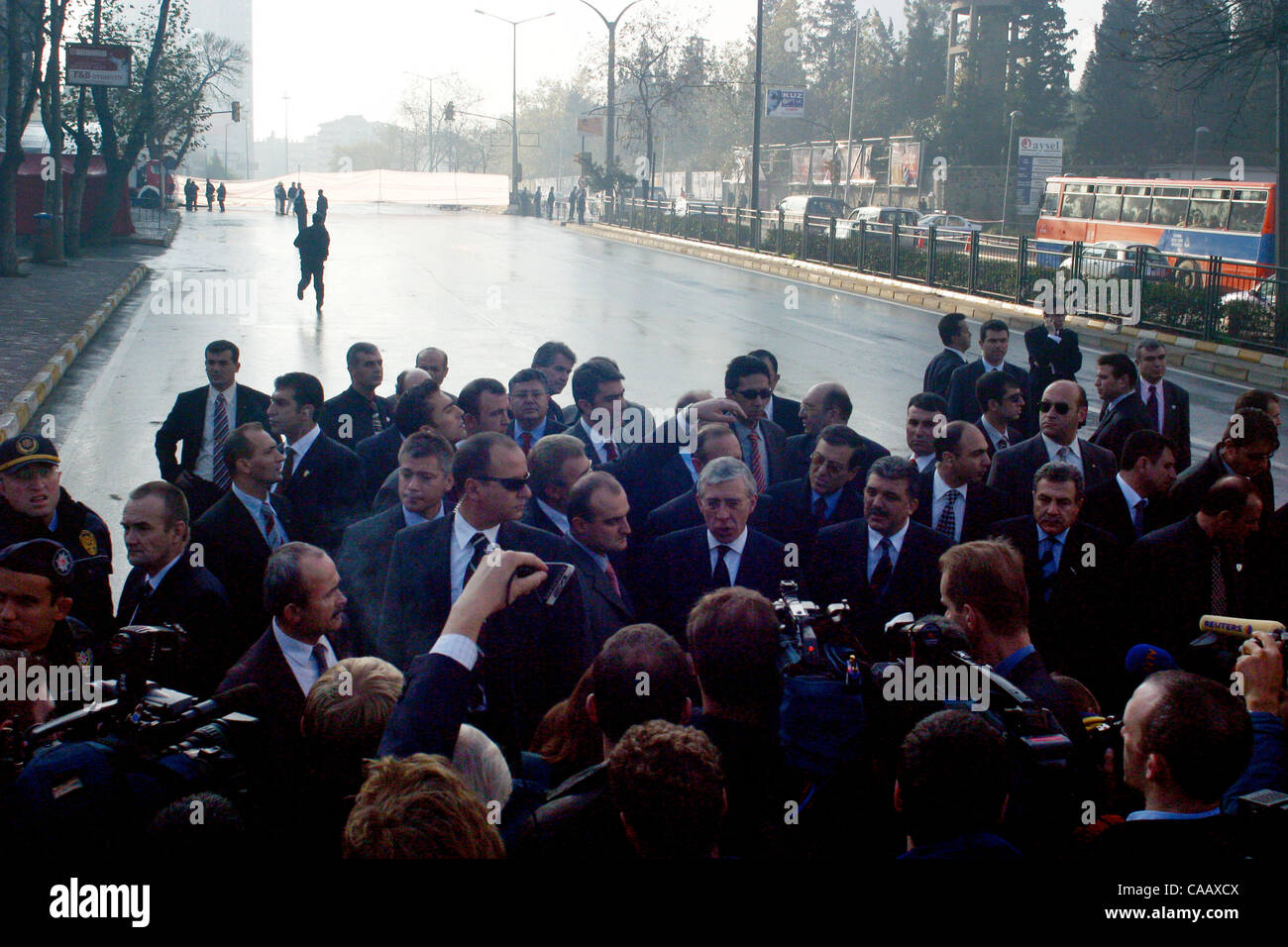 Jack Straw and Abdullah Gül meet the press outside the HSBC Bank