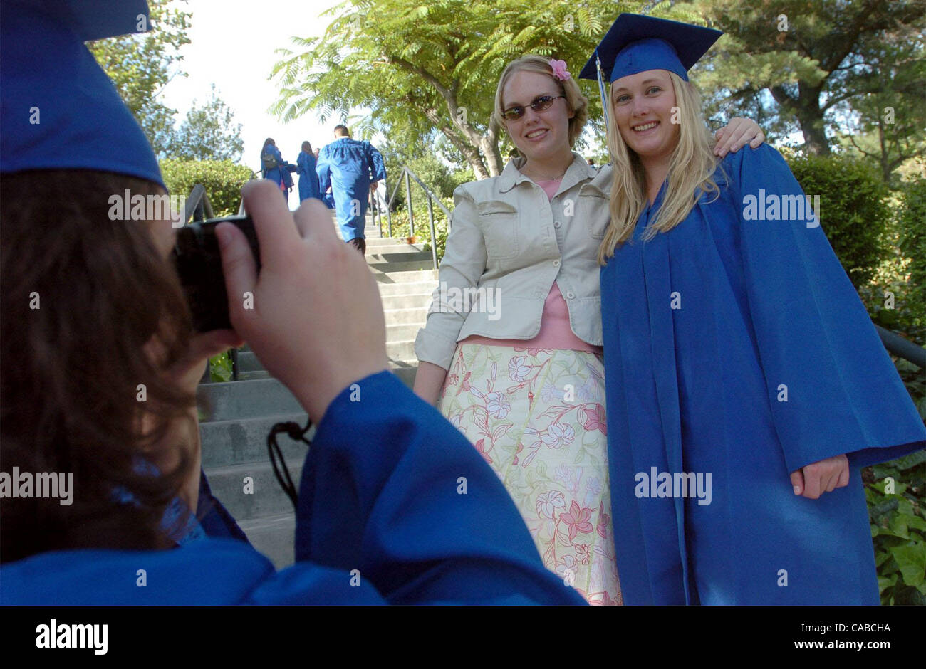 (l to r) Andrea Williams takes a photo of Katy Mueller  and Brianna Jorgensen at the Foothill High graduation ceremony - Stock Image