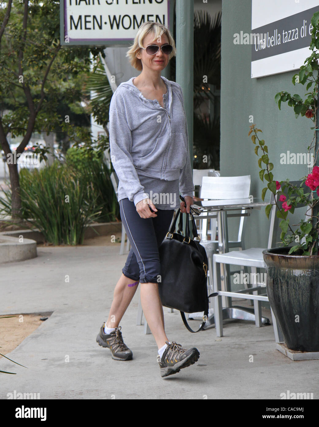 0a70a869bd4c Aug 07, 2010 - Los Angeles, California, U.S. - Actress RENEE ZELLWEGER  leaving