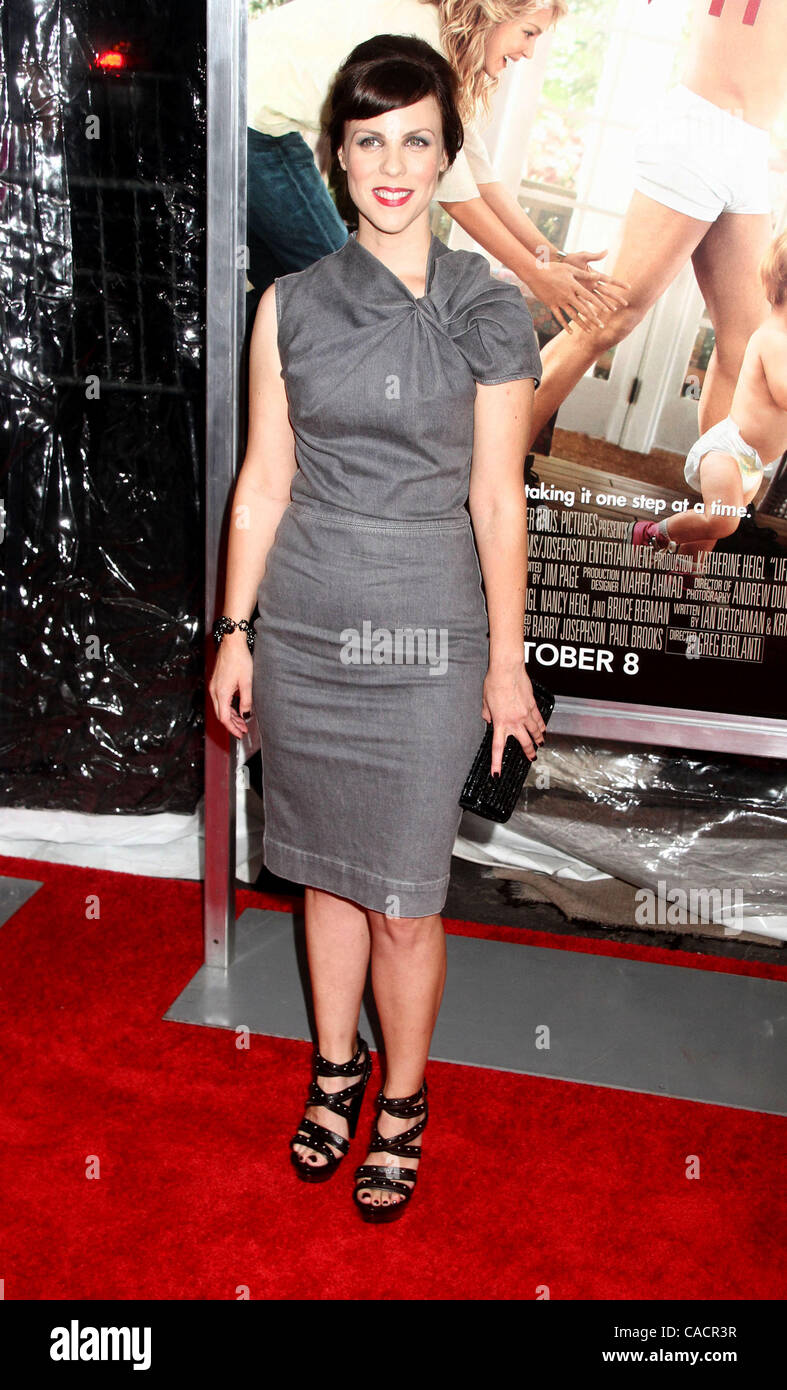 Sept 30 2010 New York New York U S Actress Sarah Burns Stock Photo Alamy
