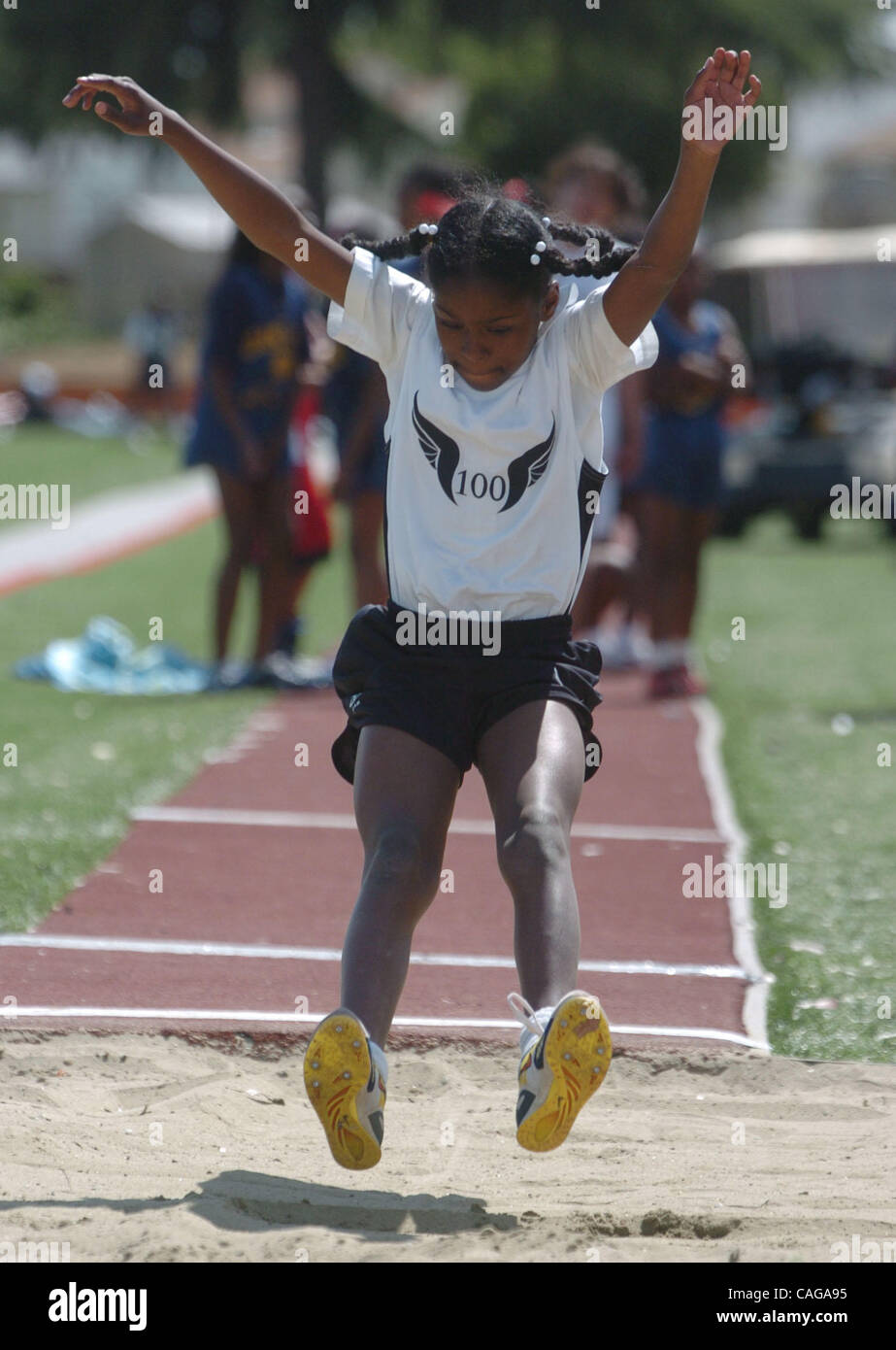 Hoover Elementary School, Cierra Tyner, 10, lands on her feet during a 9 foot, 6 inch long jump at the Eddie Hart - Stock Image