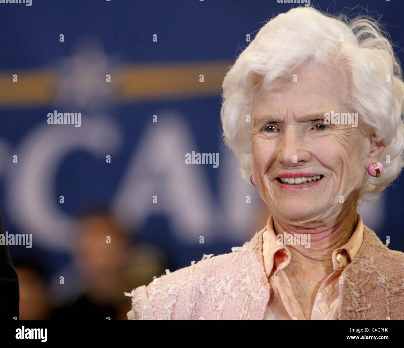 Meghan Mccain Cries During John Mccain S Arizona Service: Roberta Mccain Stock Photos & Roberta Mccain Stock Images