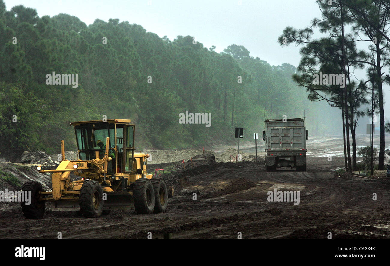 012408 tc nps build (3 of 3)....0048055A...Photo by David Spencer/The Palm Beach Post...Port St. Lucie.....Construction - Stock Image