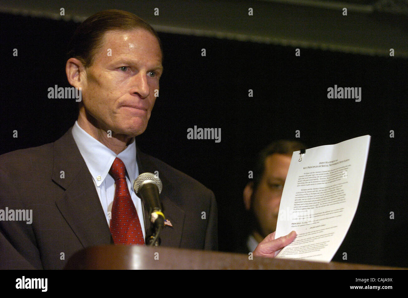 Connecticut Attorney General Richard Blumenthal speaking at the press conference. In a joint effort to increase - Stock Image