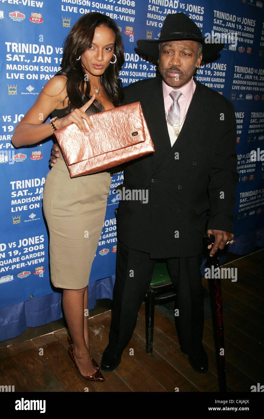 Jan 14, 2008 - New York, NY, USA - Actress/ Victoria's Secret Model SELITA EBANKS and boxing legend JOE FRAZIER - Stock Image