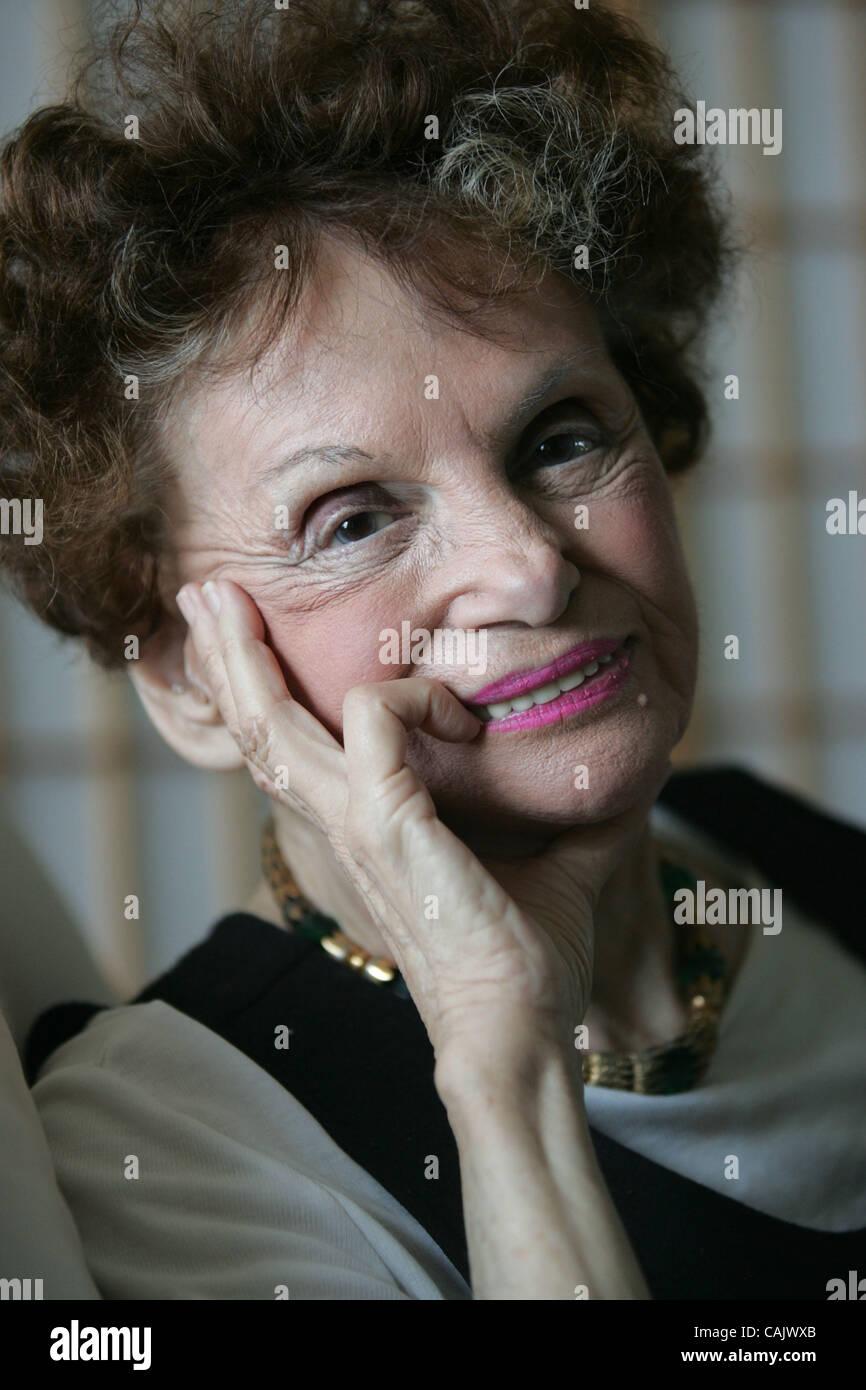 Phyllis Logan,Kylie Bisutti USA 2009 Adult pics & movies Kika Edgar,Suzanne Somers