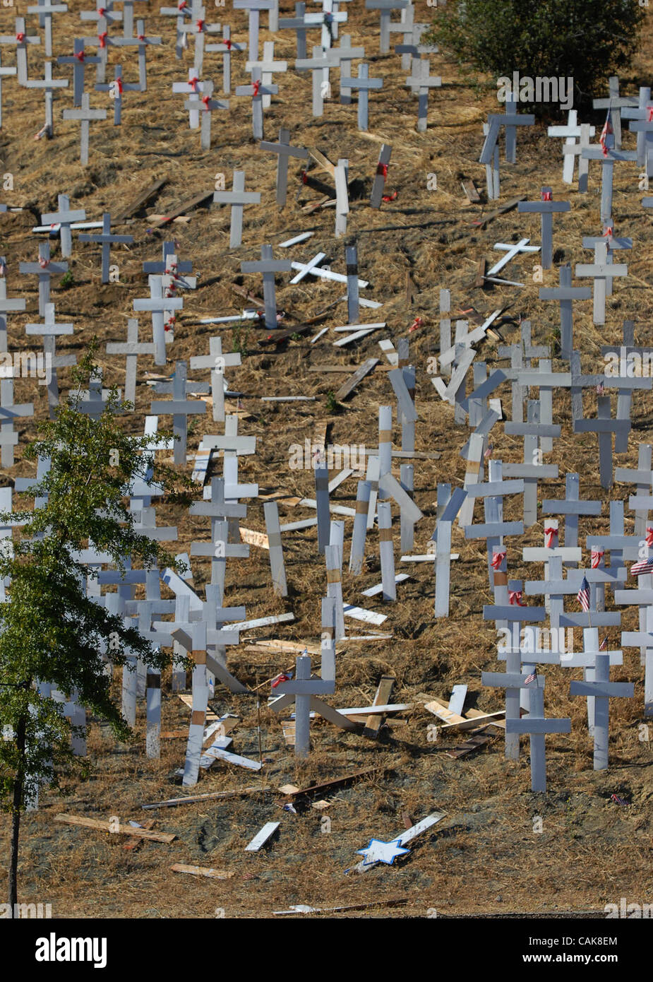 Crosses memorializing U.S. troops who have died in Iraq lie on the ground after vandals knocked down an estimated - Stock Image