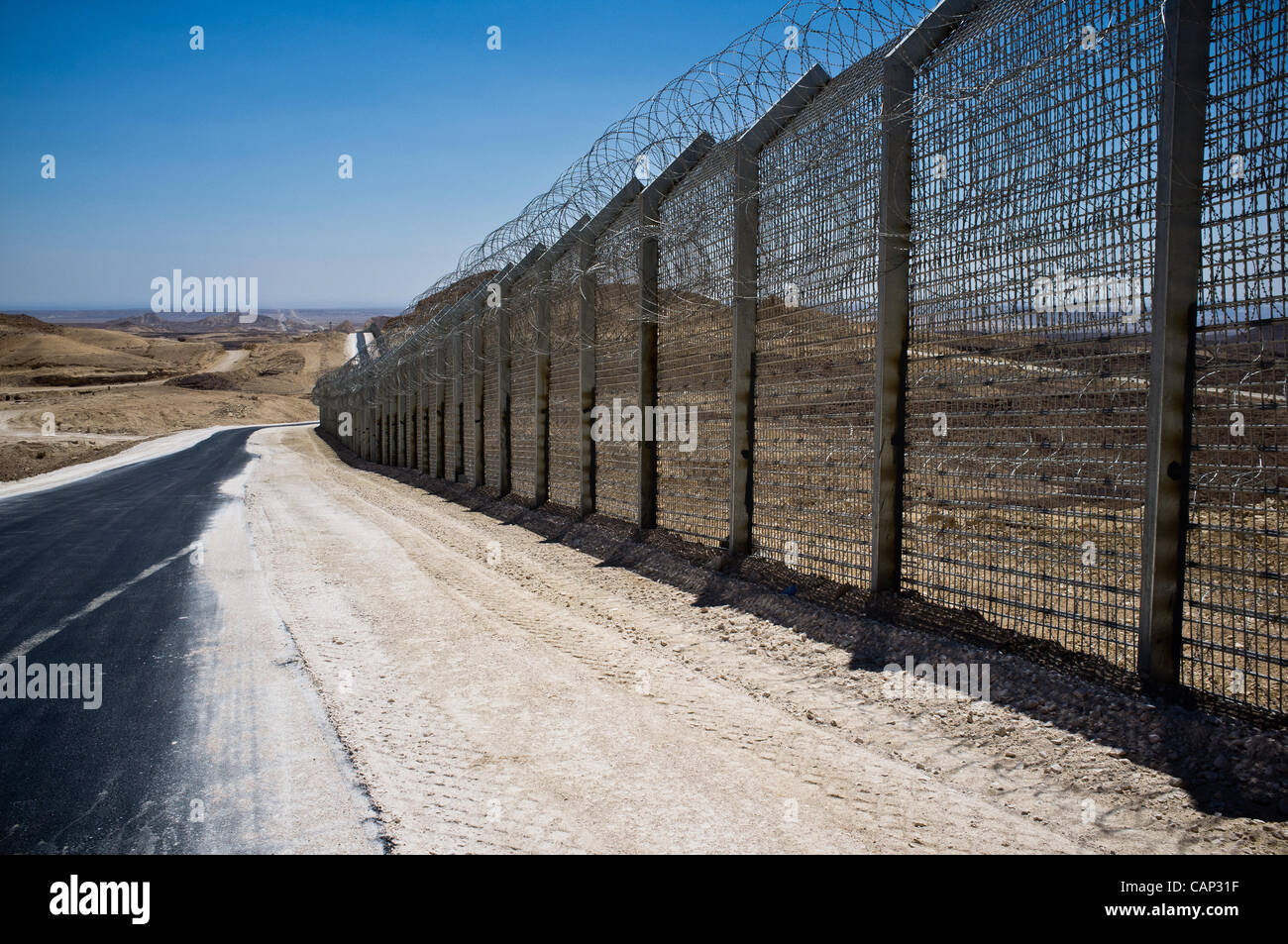 New Hour Glass Israel Egypt Border Fence Is 5 Meters High And Made Stock Photo Alamy