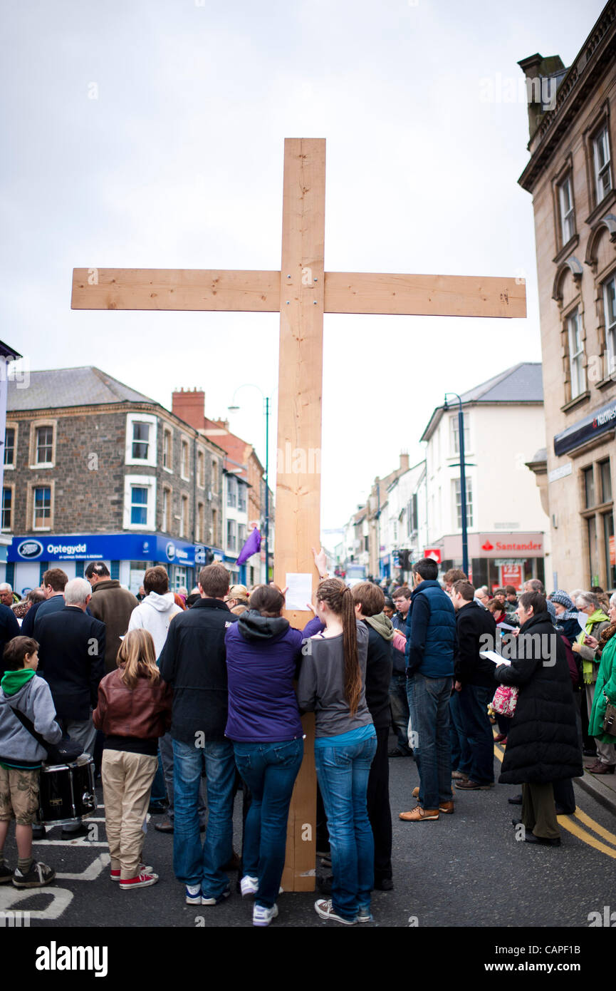 Easter 2012: A group Christians gathering for a Good Friday open air prayer meeting and worship on the street in - Stock Image