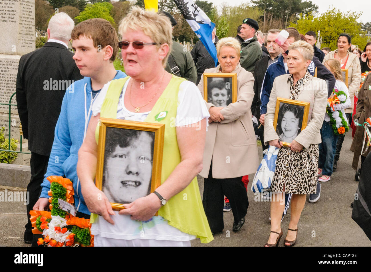 Relatives carry photographs of IRA members killed during the Troubles - Stock Image