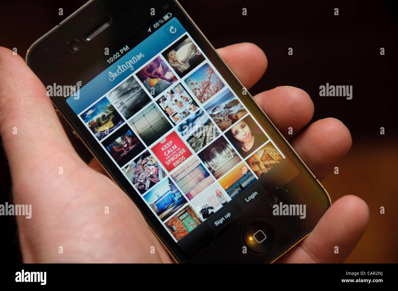 Instagram app for iphone and facebook being shown on the start up screen of an iphone 4 - Stock Image