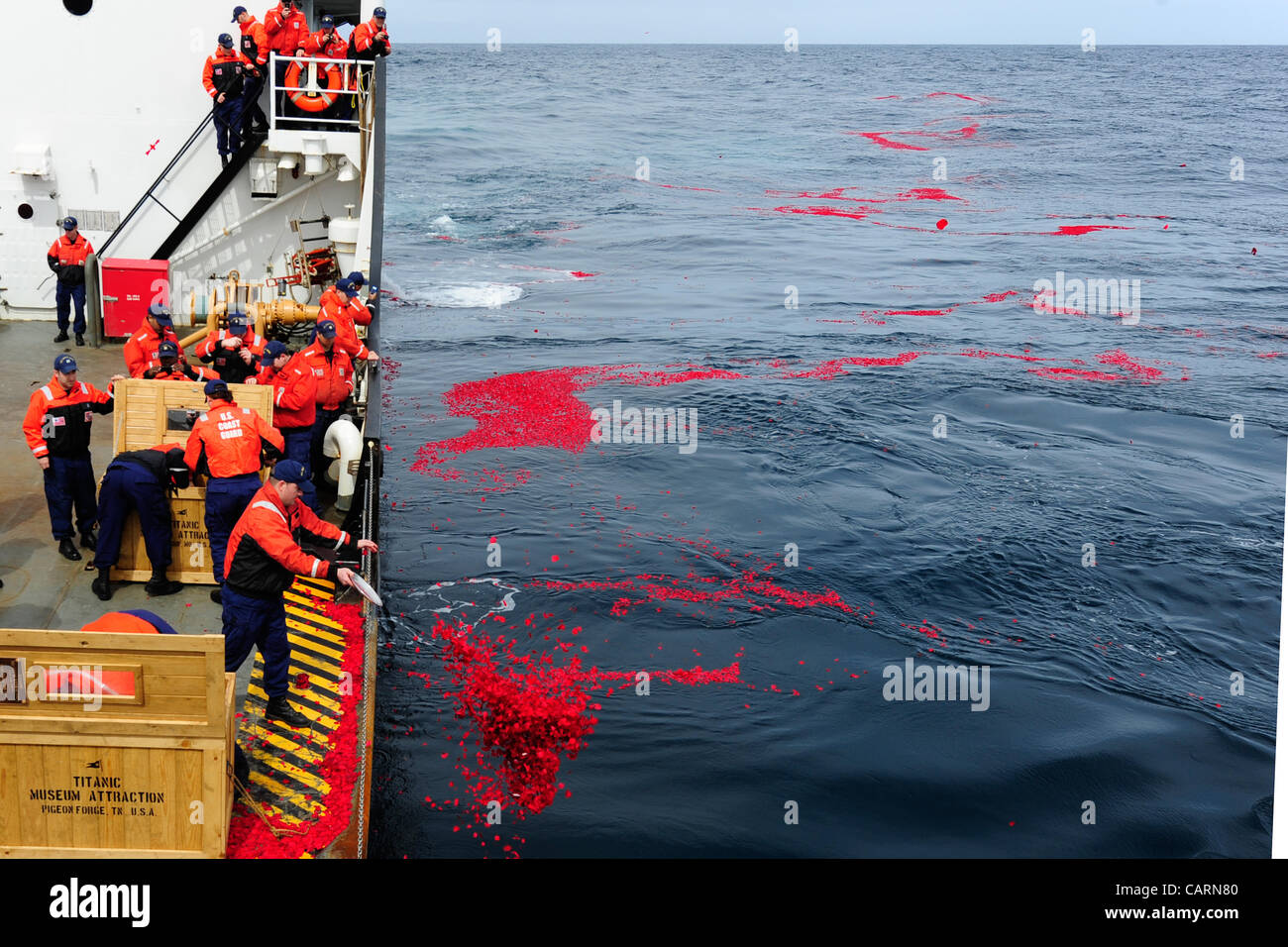 NORTH ATLANTIC – U.S. Coast Guard Cutter Juniper crewmembers lay 1.5 million dried rose petals over the RMS Titanic's - Stock Image
