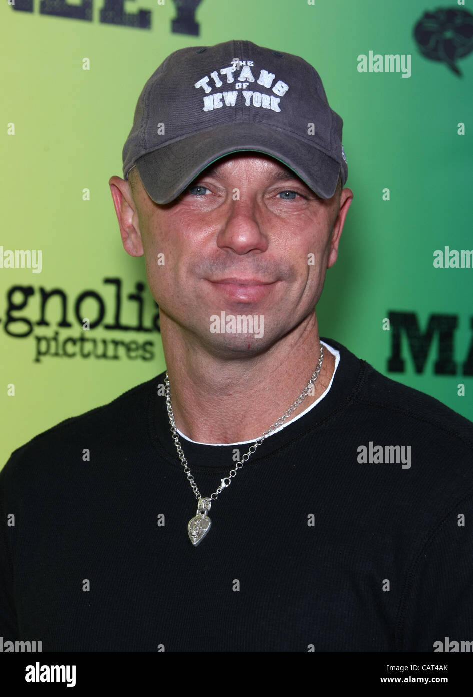 8d4cb715b6935 KENNY CHESNEY MARLEY. LOS ANGELES PREMIERE HOLLYWOOD LOS ANGELES CALIFORNIA  USA 17 April 2012