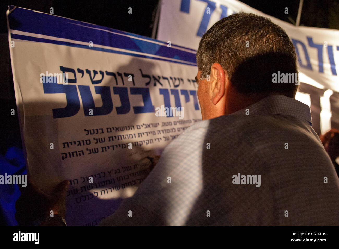 """Gabi Ashkenazi, former Chief of General Staff of IDF, is first to sign the """"Draft For All"""" petition demanding government - Stock Image"""