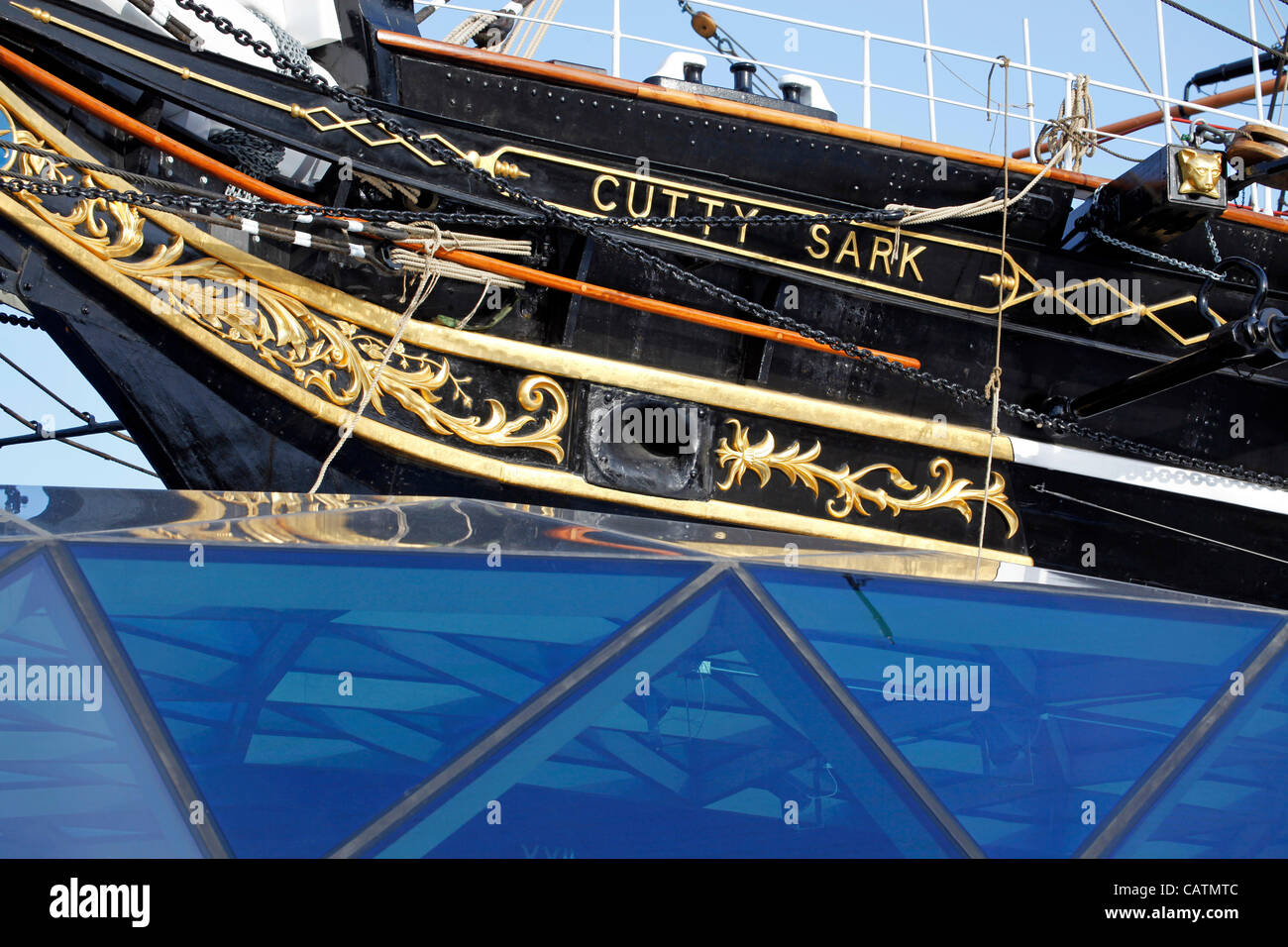 London, UK. Saturday 21st April 2012. Restoration work on the Cutty Sark is completed and workers remove barriers Stock Photo