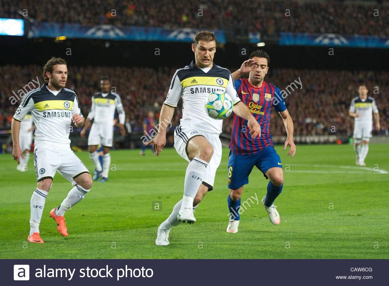 BARCELONA, SPAIN - Tuesday, April 24, 2012: Chelsea's Branislav Ivanovic and FC Barcelona's Xavi Hernandez - Stock Image