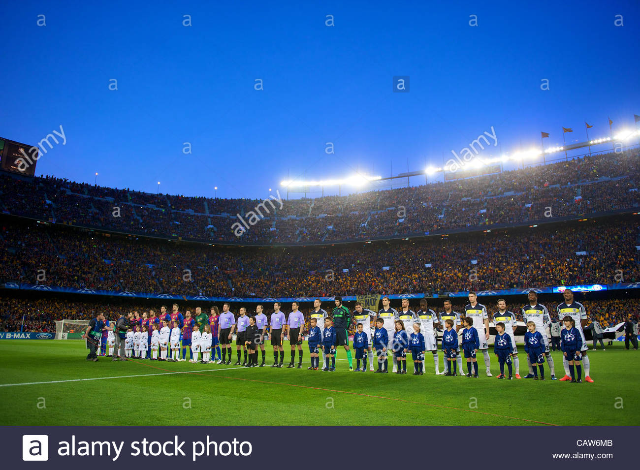 BARCELONA, SPAIN - Tuesday, April 24, 2012: Chelsea and FC Barcelona players line-up before the UEFA Champions League - Stock Image