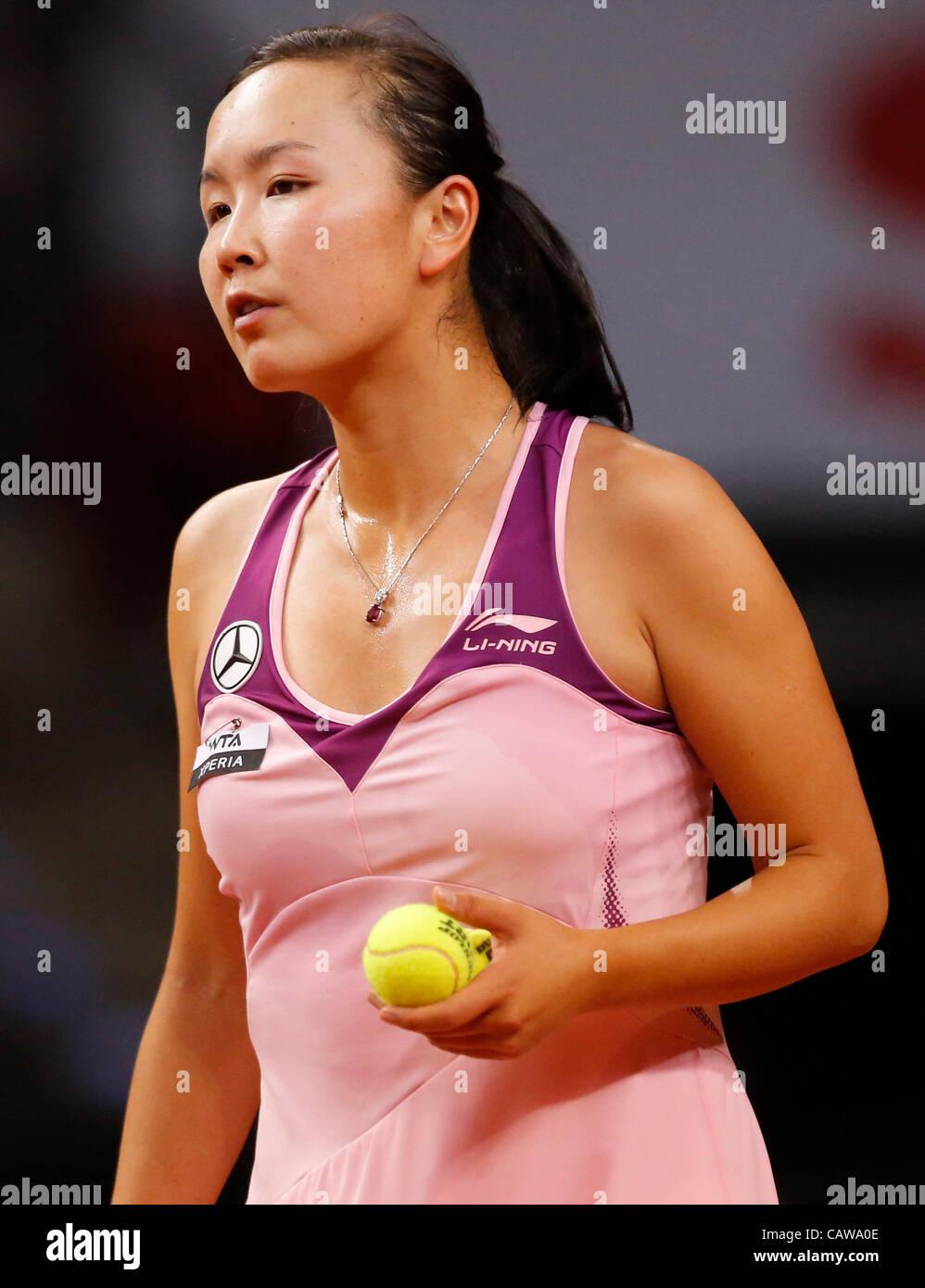 Shuai PENG (CHN) Aktion Aufschlag,  Portrait, Kopf, Gesicht, Tennisball, Einzelbild   beim Porsche Tennis Grand - Stock Image