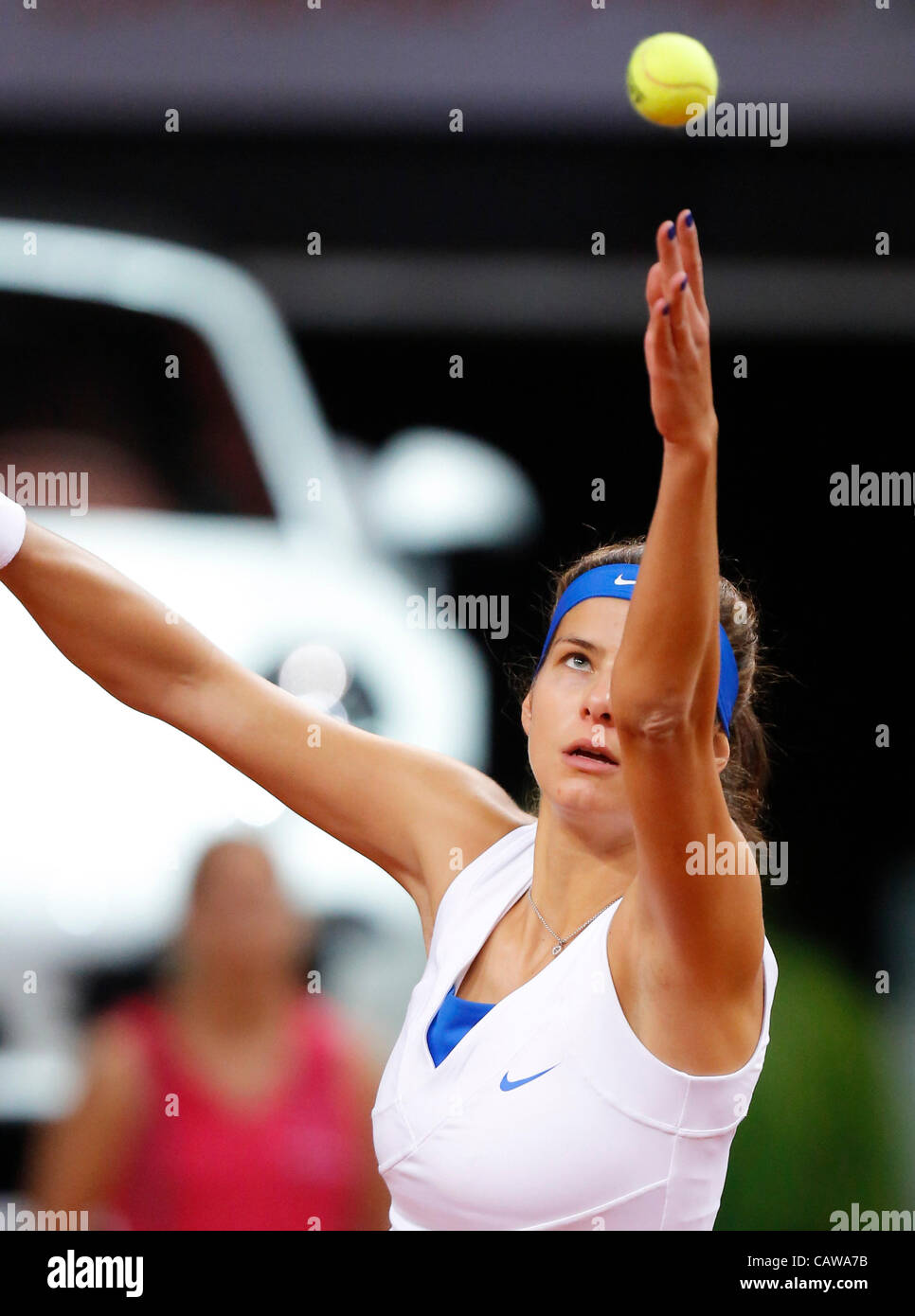 Julia GOERGES (GER)  Aktion Aufschlag,  Portrait, Kopf, Gesicht, Tennisball, Einzelbild   beim Porsche Tennis Grand - Stock Image