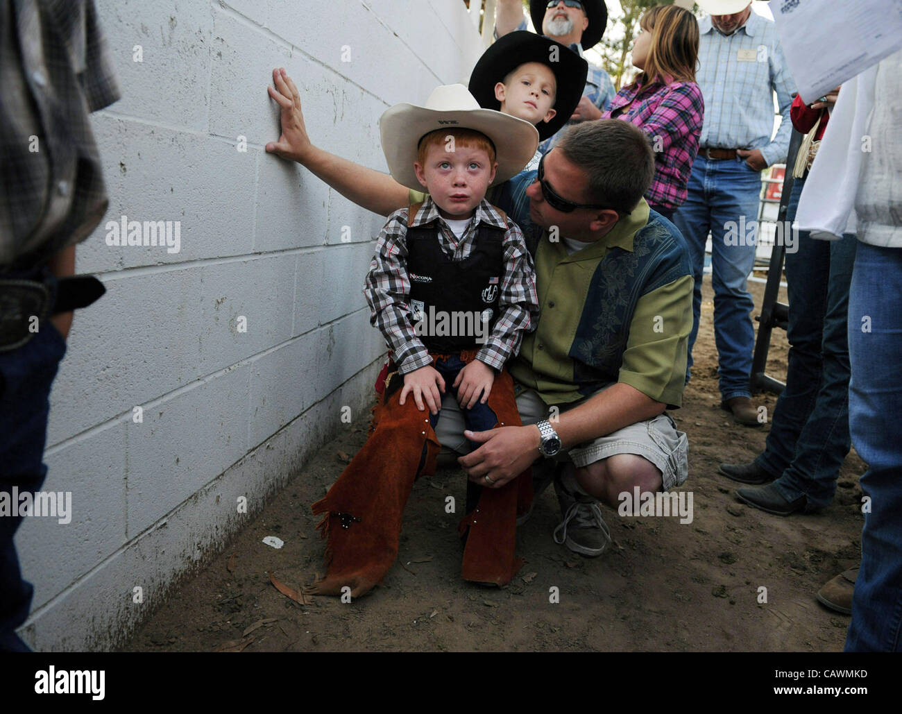 April 27, 2012 - Clovis, CA, U.S. - A tearful and terrified Zachary Hail, 5, is talked to by his father before entering - Stock Image