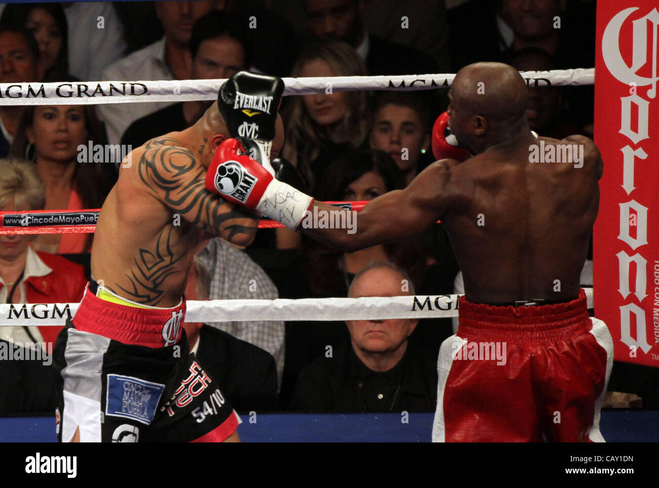 Over 16000 fans were in attendance at the MGM Grand Garden Arena in