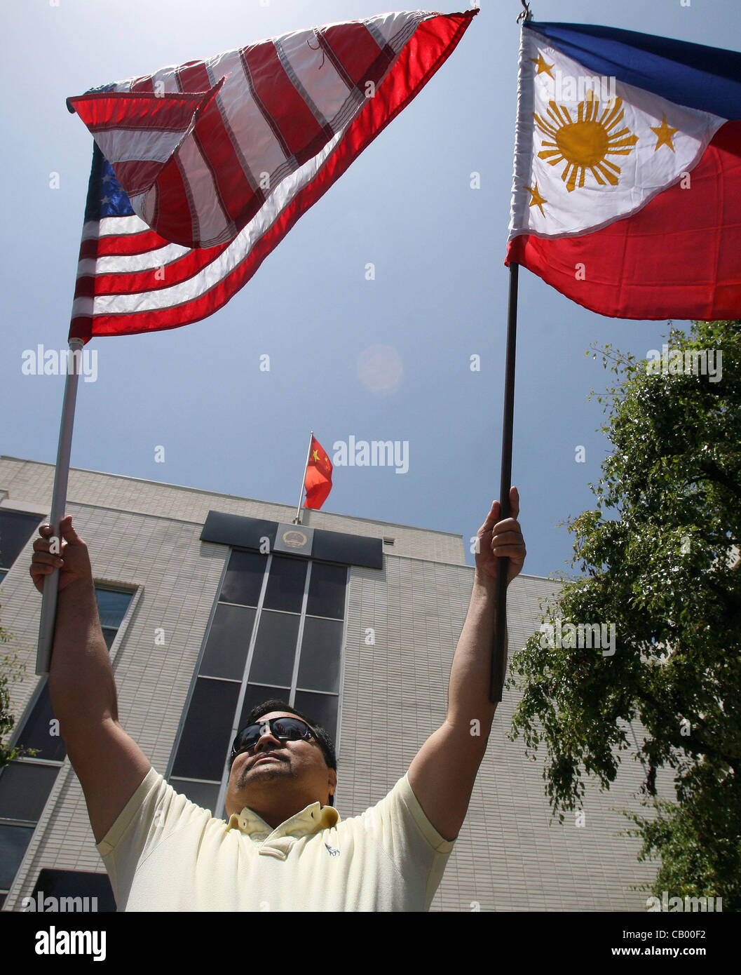 May 11, 2012 - Los Angeles, California, U.S. - A Filipino holds the US and Philippines flags during a demonstration - Stock Image